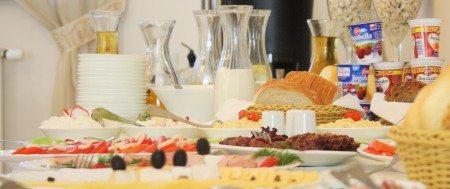 hotel-dom-polonii-ostroda-tanie-noclegi-na-mazurach-jedzenie-1-450x189 Galeria - Dom Polonii i miasto Ostróda