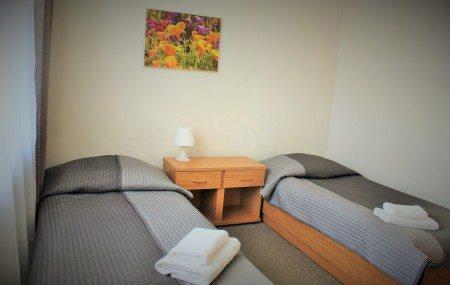 hotel-dom-polonii-ostroda-tanie-noclegi-na-mazurach-pokoje-5-450x285 Galeria - Dom Polonii i miasto Ostróda