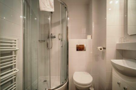 lazienka-w-pokoju-standard-b-450x299 Galeria - Dom Polonii i miasto Ostróda