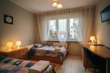 pokoj-ekonomiczny-2os.-450x299 Galeria - Dom Polonii i miasto Ostróda