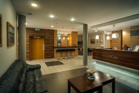 recepcja-i-winda-450x299 Galeria - Dom Polonii i miasto Ostróda